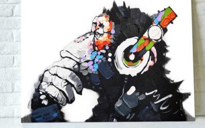 Peinture géante colorée d'un chimpanzé