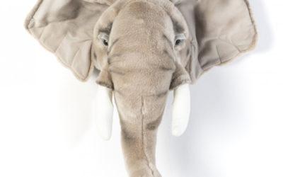Tête d'éléphant en peluche pour chambre d'enfant