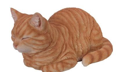 Statue de chat roux en résine