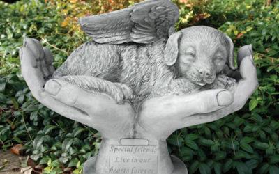 Mémorial de chien en pierre – Mains de dieu