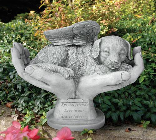 memorial-chien-main-de-dieux